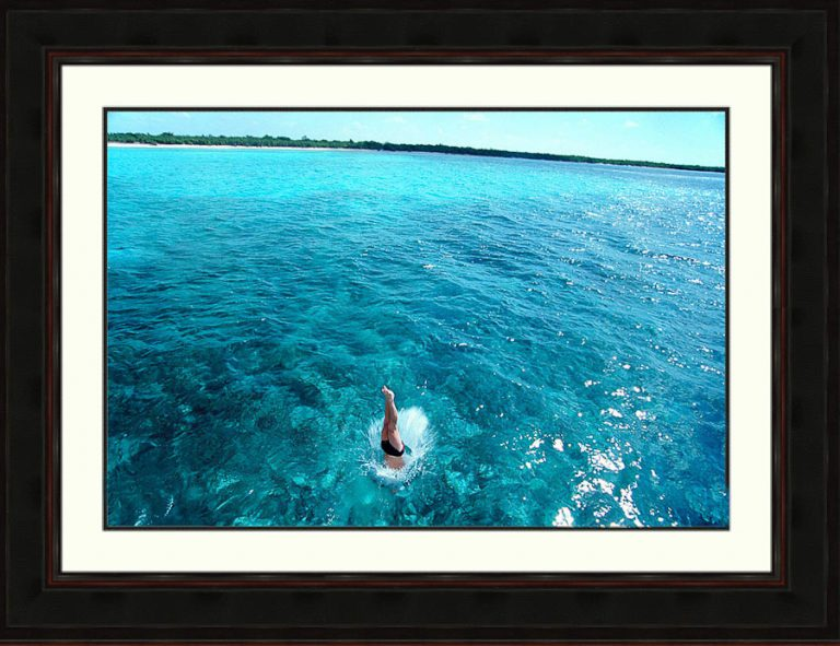 Diver-in-Caribbean-tropical-water-Cozumel-Mexico-Ron Levy Photography