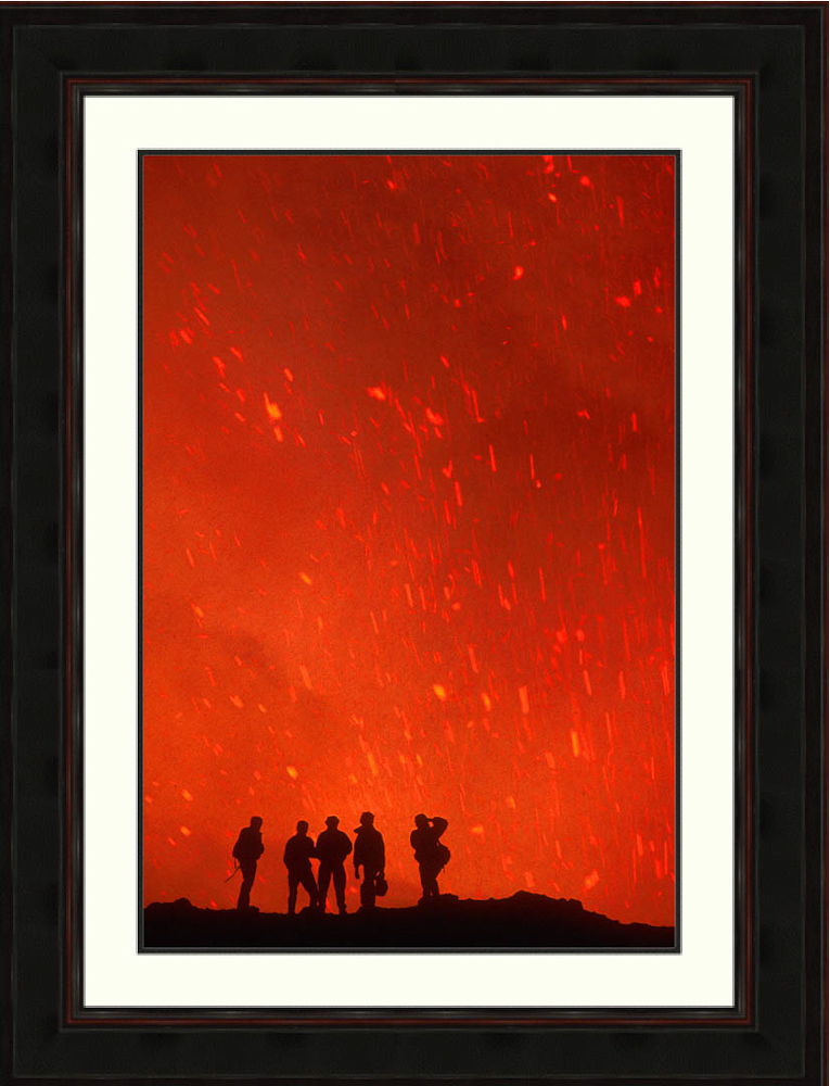 lava-explosions-hikers-silhouettes-Pacaya-volcano-Guatemala-Ron Levy Photography