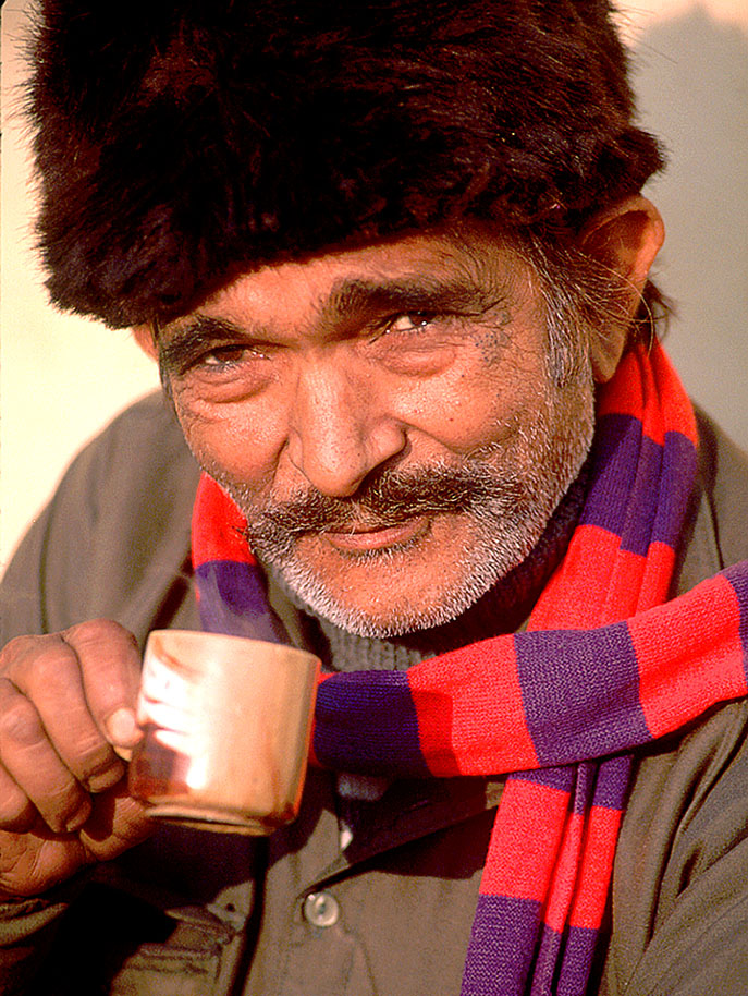 Man sipping coffee-India-Ron Levy Photography