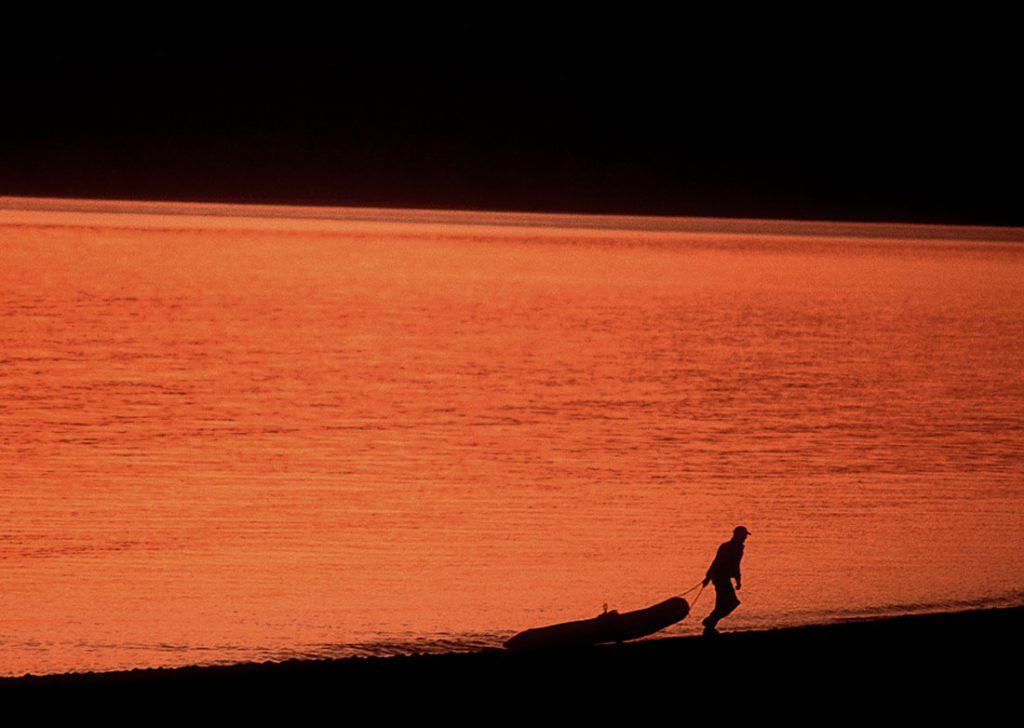 raft-silhouette-sunset