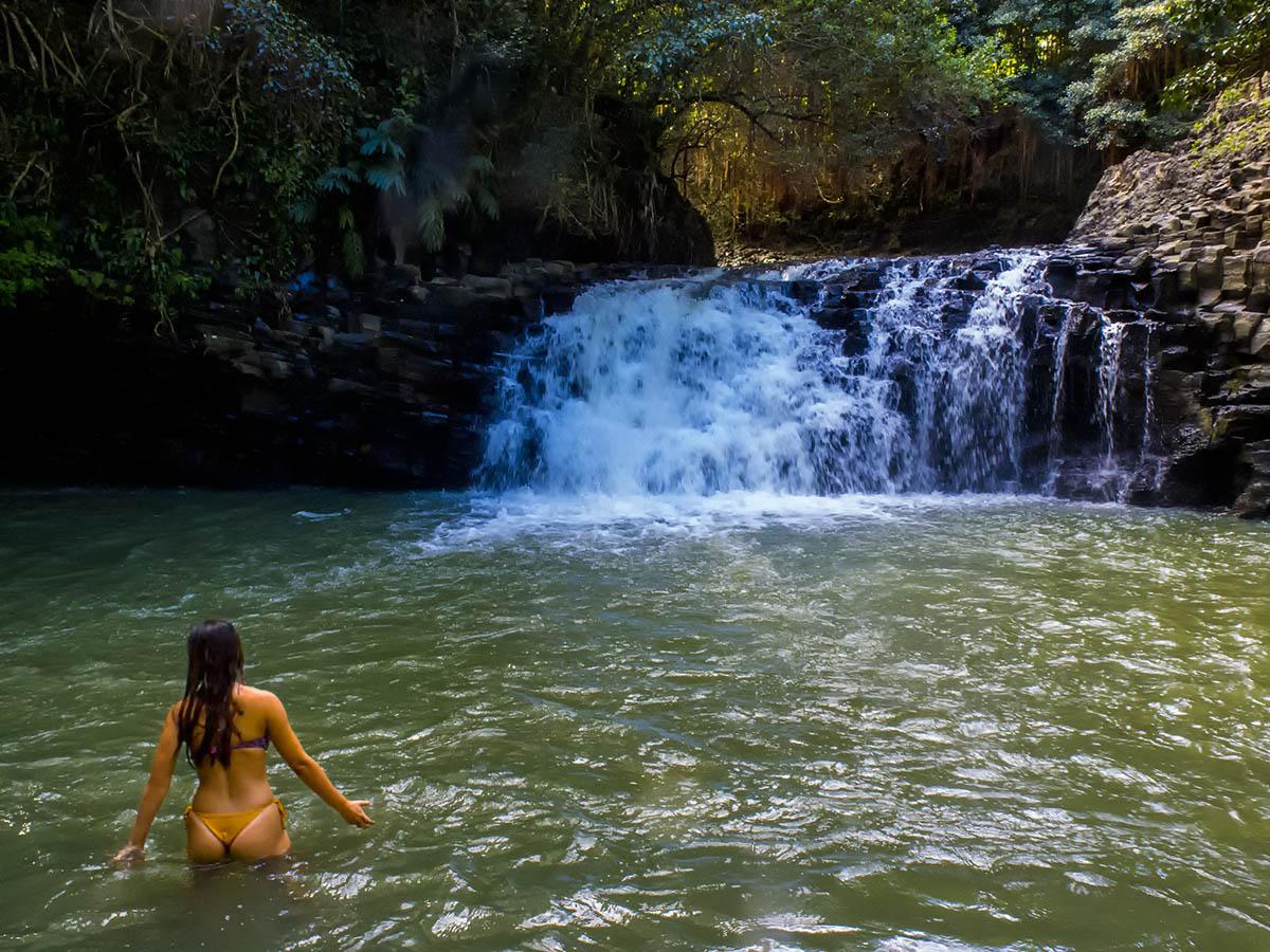 girl-twinfalls-Maui-1
